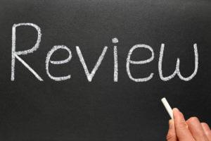 Review Schriftzug auf Tafel