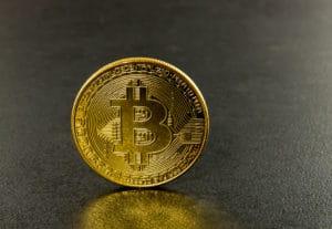 Bitcoin Münze aus Gold - Bitcoin zu Geld