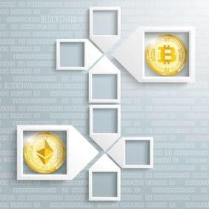 Bitcoin und Ethereum Gold-Münze im Pussel