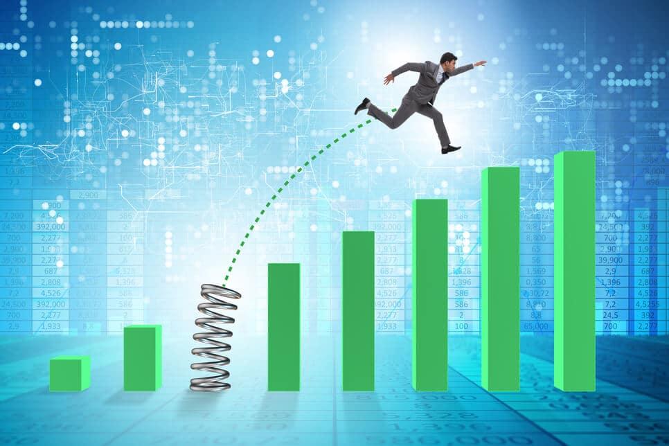 Männchen springt über grüne Balken Chart aufwärts - Krypto Scam hohe Gewinne