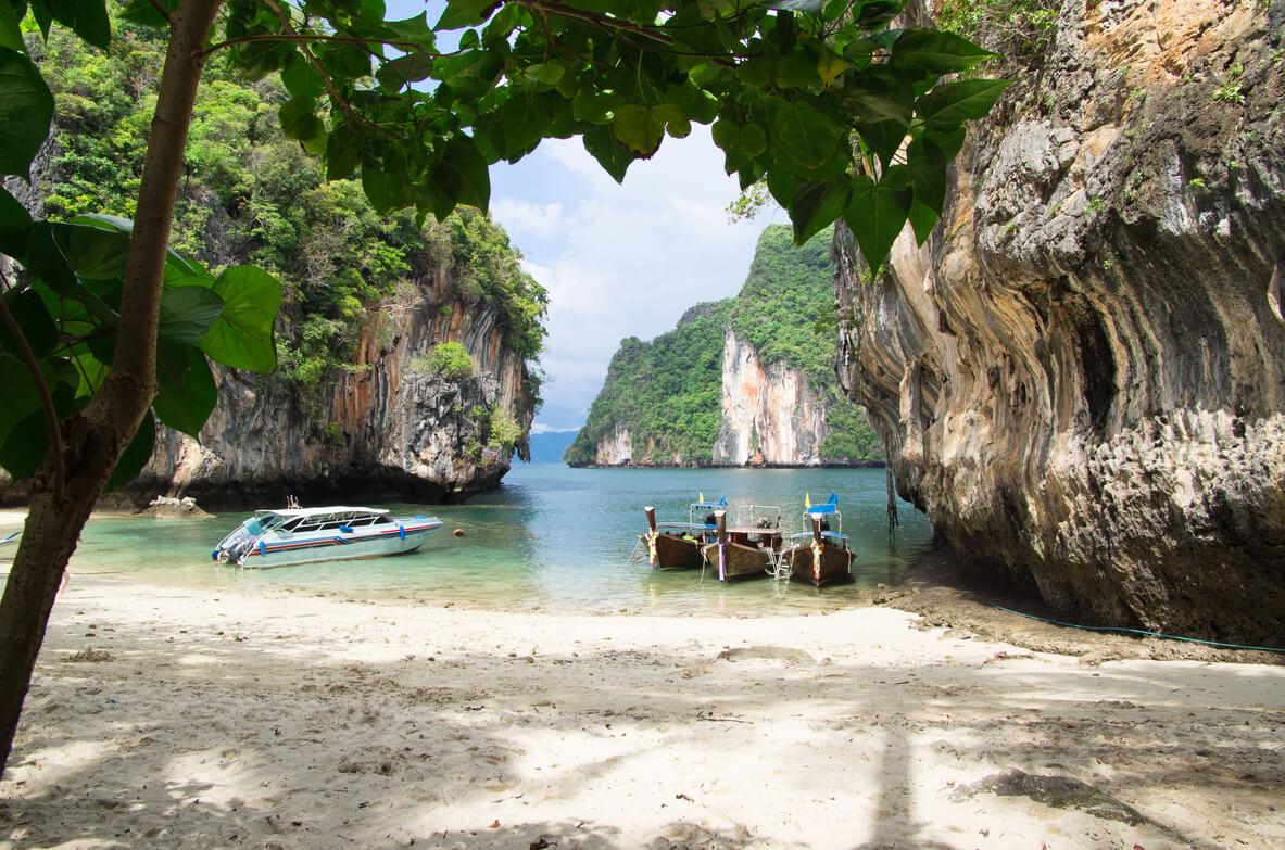 Thailand Bucht mit Booten - Thailand CBDC staatliche Digitalwährung