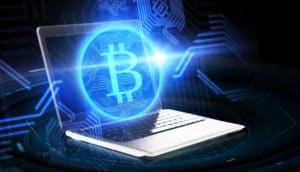 Bitcoin Logo aus Laptop - Blockchain Lösung