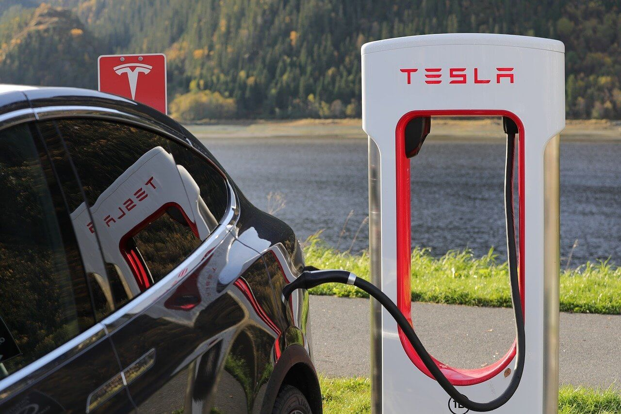 Tesla Ladestation Dogecoin CEO Elon Musk