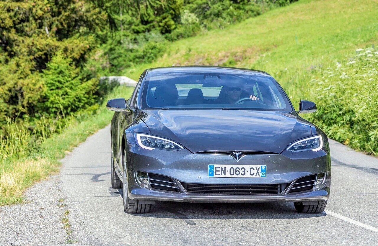 Tesla investiert in Bitcoin